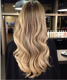 Love the casual waves. Summer Hairstyles, Pretty Hairstyles, Cut Her Hair, Hair Cuts, Hair Inspo, Hair Inspiration, Balayage Ombré, Hair Photo, Hair Goals