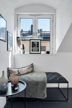 Un balcon spațios și amenajare în plan deschis într-o mansardă de 70 m² din Suedia Jurnal de design interior