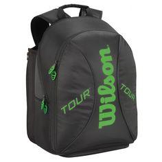 De @wilsontennis Tour Backpack #tennistas is zeer compact en stelt je in staat twee tennisrackets en tennis accessoires mee te nemen. De tennistas is ook handig om als dagrugzak te gebruiken bij een uitstapje.