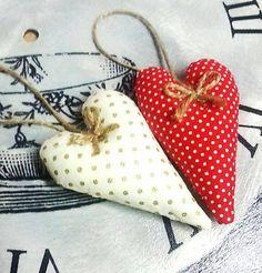 Style.by.Baska / Vianočné ozdoby podlhovasté červené a biele srdiečka