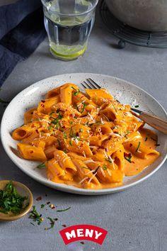 Pasta A La Vodka, Vegan Recipes, Cooking Recipes, Good Food, Yummy Food, Food Porn, Curry, Food And Drink, Snacks
