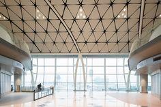 Midfield Concourse at Hong Kong International Airport – Hong Kong  – Architectural project: Aedas - Lighting project and Engineering: Arup – Lighting concept: Bo Steiber Singapore - Photo: Marcel Lam – Lighting products: Reflex Super Comfort, iRoll, Front Light, Pixel Plus, iRound, Miniwoody, Woody by iGuzzini Illuminazione #iGuzzini #Lighting #Light #Luce #Lumière #Licht #HongKongInternationalAirport #HKIA ##HongKongAirport #HongKong #InternationalAirport #Airport #HongKong #Midfield…