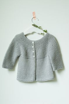 Baby cardigan for purchase using Willet yarn from Quince & Co. Baby Boy Knitting Patterns, Baby Cardigan Knitting Pattern, Knitted Baby Cardigan, Knit Baby Sweaters, Knitting For Kids, Baby Patterns, Knit Patterns, Hand Knitting, Pull Bebe