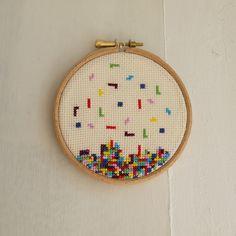 hextrovert: Tetris cross-stitch by Esther Ní Dhonnacha (sold). Yarn and stuff! Cross Stitch Needles, Cute Cross Stitch, Modern Cross Stitch, Cross Stitch Designs, Cross Stitch Patterns, Hand Embroidery Patterns, Embroidery Art, Cross Stitch Embroidery, Embroidery Designs