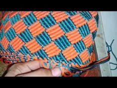 Skill rajut tas tali kur paduan warna yg cerah Part 2 Macrame Owl, Macrame Knots, Micro Macrame, Macrame Jewelry, Crochet Poncho Patterns, Macrame Patterns, Crochet Handbags, Crochet Purses, Handbag Tutorial