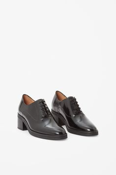 Made from smooth polished leather, these lace-up shoes have stacked leather heel. Lightly cushioned, they are lined in leather.