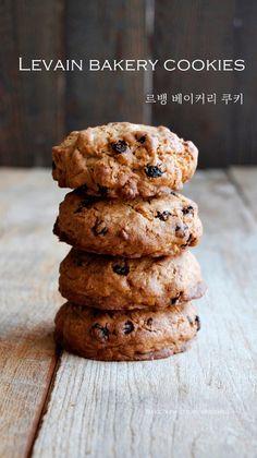 Levain Bakery, American Cookie, Cereal, Cookies, Baking, Breakfast, Desserts, Recipes, Food