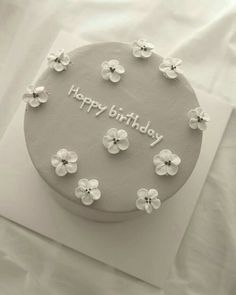 Pretty Birthday Cakes, Pretty Cakes, Beautiful Cakes, Cake Birthday, Happy Birthday, Elegant Birthday Cakes, 25th Birthday, Amazing Cakes, Birthday Ideas