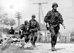 Ww2 Uniforms, German Uniforms, German Soldiers Ww2, Vietnam War Photos, World War Two, Wwii, Germany, Army, History