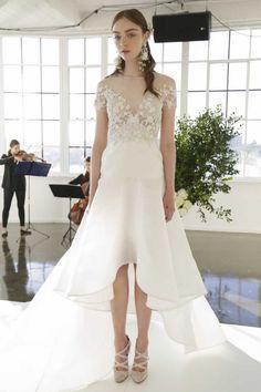 Les 30 robes de mariée les plus tendances de 2017 - Robe asymétrique signée Marchesa. © Imaxtree