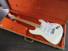 USのFender Stratocasterを収納した写真です(もちろん落札物にギターは付きません)