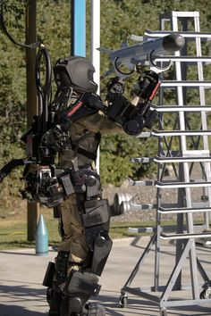 High Power Military Robotic Exoskeleton [Exoskeleton: http://futuristicnews.com/tag/exoskeleton/]