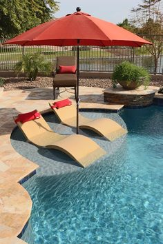 baja step Simple, inexpensive pool features are often the most memorable. You can add lighting with bubbles to mesmerize your guests for a fraction of what you would spend on other pool features. Backyard Pool Landscaping, Backyard Pool Designs, Small Backyard Pools, Small Pools, Swimming Pools Backyard, Swimming Pool Designs, Outdoor Pool, Lap Pools, Indoor Pools