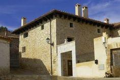 Información sobre  Hotel Casa Valero  en Jarque de la Val El Hotel Casa Valero ocupa una antigua mansión rural del siglo XVIII y ofrece vistas hermosas al paisaje circundante. Es un punto de partida ideal para explorar el entorno de la región de Teruel. El hotel alberga un re...