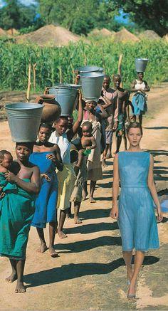 Quand l'univers du luxe et de la haute couture rencontre la pauvreté, la misère, la guerre et les catastrophes climatiques, une excellente série de collages