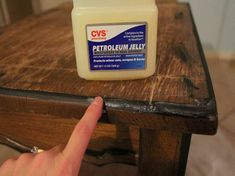 super awesome guide to DIY chalk paint Vaseline painting technique & how to make chalk paint yourself. Make Chalk Paint, Chalk Paint Projects, Annie Sloan Chalk Paint, Craft Paint, Paint Furniture, Furniture Makeover, Antique Furniture, Red Distressed Furniture, Modern Furniture