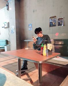 Chanwoo Ikon, Hanbin, Ikon Member, Ikon Kpop, Ikon Debut, Story Instagram, Boyfriend Material, The Incredibles, Desk