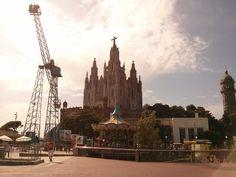 Le #Sacre_Coeur au sommet de #Tibidabo ! #Barcelone ! #Sagrat_Cor Paris Skyline, Cathedral, Building, Travel, Color, Sacred Heart, Viajes, Buildings, Cathedrals
