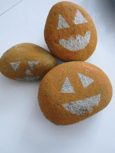 Rock Jack-o-lantern-good for little ones to paint, use stickers to make the face, peel off once paint is dry