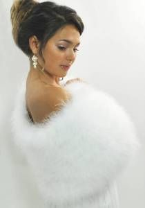 ohhhh....Great winter wedding accessory!!! Marabou Bridal Wrap=>luxurious, long and soft marabou feather in combination with natural silk lining.