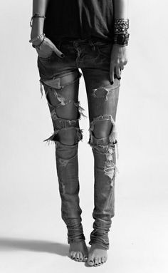 """You're legs will always look good in ripped jeans if they're skinny. I have this one pair of ripped jeans I can't wait to wear "" Looks Style, Looks Cool, Style Me, Rock Chic, Glam Rock, Look Urban Chic, Looks Jeans, Estilo Jeans, Look Fashion"