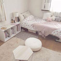 ピュアラモ@ルーム・お部屋さんはInstagramを利用しています:「@ya.lyz022 さんのお部屋ご紹介♡ . . . 今日はお部屋をリセットしました しっくりこなくて2時間かかってこの形に 当分はこの配置でいこうと思います◎ . . #myroom #マイルーム #お部屋 #自室 #お部屋紹介 #お部屋コーディネート #部屋作り…」 Room Ideas Bedroom, Small Room Bedroom, Home Decor Bedroom, Small Room Interior, Deco Studio, Aesthetic Room Decor, Home Room Design, Fashion Room, Dream Rooms