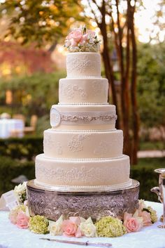 Amazing wedding cakes for you: Simple outdoor wedding cakes