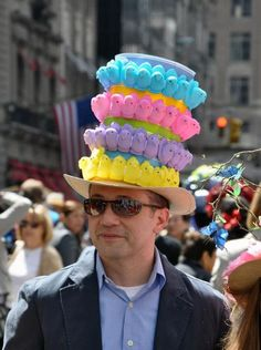 New standard in Peeps hat-Easter Parade Boys Easter Hat, Easter Hat Parade, Easter Peeps, Easter 2018, Happy Easter, Crazy Hat Day, Crazy Hats, Easter Bonnets, Funny Hats