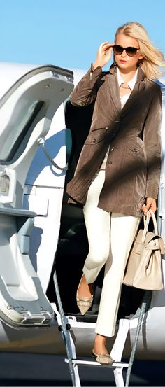 understated taupe and white outfit Millionaire Lifestyle, Luxury Lifestyle, Ludwig Und Therese, Spieth Und Wensky, Glamour, Frock Coat, Gold Bullion, Travel Style, Travel Chic