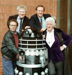 Doctor Who Jon Pertwee, Peter Davison, Colin Baker, Sylvester McCoy pose with a Dalek (1993)