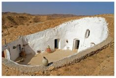 Troglodyte cave house of Gharyan, Libya Architecture Design, Vernacular Architecture, Architecture Interiors, Sustainable Architecture, Casa Patio, Underground Homes, Desert Homes, Unusual Homes, Earth Homes