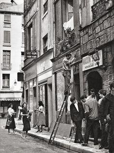 Daniel Frasnay Rue de la Huchette, Paris, via Facie Populi. Vintage Paris, Old Paris, Black White, Black And White Pictures, Old Pictures, Old Photos, Vintage Photographs, Vintage Photos, Belle Photo