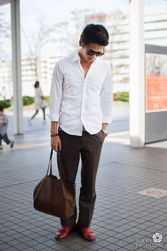 [Man's Elegance in Red Leather Shoes] Model Name: Junichi, Top: KORN, Pants: STUDIO OBIBE Shoes: GRAM, Bag: SAN HIDEAKI MIHARA #MenStyle #MenElegance