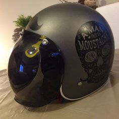 Casque Helmets black on black Custom Moto, Bobber Custom, Custom Helmets, Custom Cafe Racer, Custom Choppers, Classic Motorcycle Helmet, Motorcycle Design, Motorcycle Helmets, Bicycle Helmet