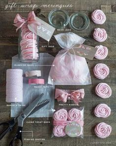 Such a cute way to wrap these! ❤️ ~Food Lover Friday: Raspberry Rose Meringues recipe + gift packaging with free printable labels {Lia Griffith} Cookie Packaging, Food Packaging, Packaging Ideas, Jar Gifts, Food Gifts, Stage Patisserie, Cake Cookies, Cupcake Cakes, Edible Gifts