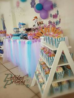 Mesa de dulces Frozen I want to make this white shelf!!!