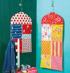 These colorful lined patchwork garment bags will help organize your closet and come in handy while traveling! They have a sporty look with exposed zipper clo. Sewing Hacks, Sewing Tutorials, Sewing Crafts, Sewing Projects, Sewing Ideas, Hobbies And Crafts, Diy And Crafts, Kwik Sew Patterns, Garment Bags