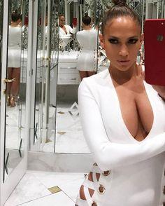 Jennifer Lopez taking a mirror selfie Jennifer Lopez News, Long Sleeve Bandage Dress, Look Younger, My Idol, Beauty Hacks, Hair Beauty, Beauty Style, Sexy Women, Beautiful Women