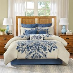 For a bold design the Harbor House St. Tropez Bedding Collection is the perfect addition to your room. The intricate blue pattern is printed on 100% cotton and is an elegant update to your existing décor.