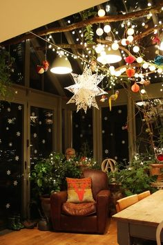 conservatory Christmas decorations - Helen Rice - Beyond Binary Small Conservatory Furniture, Conservatory Lighting, Conservatory Dining Room, Conservatory Design, Conservatory Interiors Small, Conservatory Playroom Ideas, Cosy Conservatory Ideas, Christmas Garden, Christmas Home