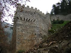Greek castles - Castle of Livadia, Municipality of Livadeia, Livadia Places In Greece, Concrete Building, Ancient Beauty, Acropolis, 14th Century, Byzantine, Athens, Barcelona Cathedral
