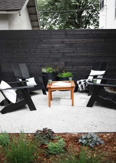 Large backyard landscaping ideas are quite many. However, for you to achieve the best landscaping for a large backyard you need to have a good design. Privacy Landscaping, Backyard Privacy, Backyard Fences, Modern Landscaping, Landscaping Ideas, Black Rock Landscaping, Landscaping Software, Backyard Retreat, Garden Landscaping