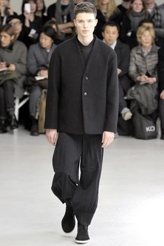 Issey Miyake Fall 2012 Menswear Collection Slideshow on Style.com