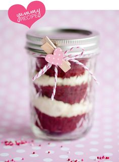 Three cupcakes in a jar & decorate however you like.  Clever!