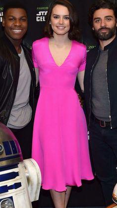 Daisy Ridley Star Wars Cast, Rey Star Wars, English Actresses, Actors & Actresses, Pretty People, Beautiful People, Star Wars Sequel Trilogy, John Boyega, Oscar Isaac