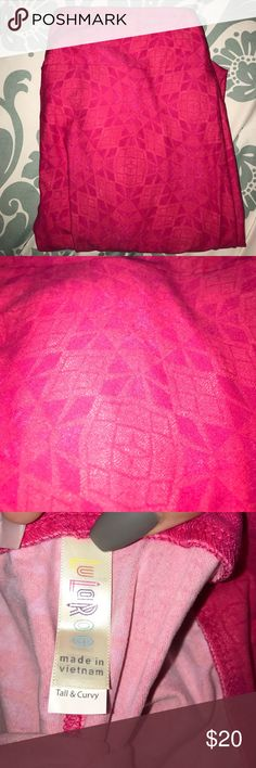 LULAROE TC HOT PINK LEGGINGS LULAROE BUTTERY SOFT LEGGINGS! Bought thinking I would wear them and never have. BRAND NEW! Hot pink with square and triangle print. Made in Vietnam TALL & CURVY LuLaRoe Pants Leggings