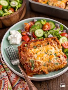 Enjoy a delicious Mexican Night with this Low Syn Pasta Chicken Enchiladas – a perfect meal for the entire family. Chicken Enchiladas I w. Slimming World Chicken Dishes, Slimming World Chicken Recipes, Slimming World Recipes Syn Free, Chicken And Bacon Pasta Bake, Chicken Pasta, Healthy Cooking, Cooking Recipes, Eating Healthy, Healthy Eats
