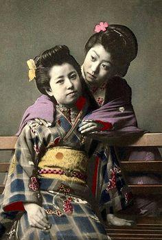 A KIMONO FRIENDSHIP in OLD JAPAN by Okinawa Soba, via Flickr.
