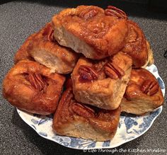 From Gastroposter Marlene Cornelis: Our holiday brunch isn't complete without the family sharing these pecan cinnamon rolls. Pecan Cinnamon Rolls, Pizza And More, Christmas Brunch, Holiday, Sweet Bread, Family Meals, Easy Meals, Dishes, Urban Cottage