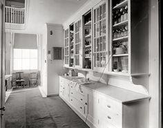 Butler's pantry 1920s Kitchen, Vintage Kitchen Cabinets, Old Kitchen, Kitchen Pantry, Kitchen Ideas, Wall Pantry, Kitchen Layouts, Life Kitchen, Summer Kitchen
